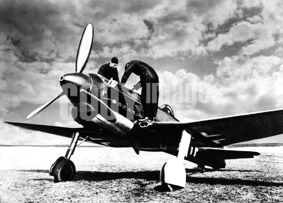 War - WWII - Germany - Luftwaffe - Heinkel He 100